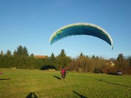 Gleitschirm-Grundausbildung und kostenloser Wiedereinsteigerkurs für Windenstart in Zusammenarbeit mit der Flugschule Air-Touch aus Dresden